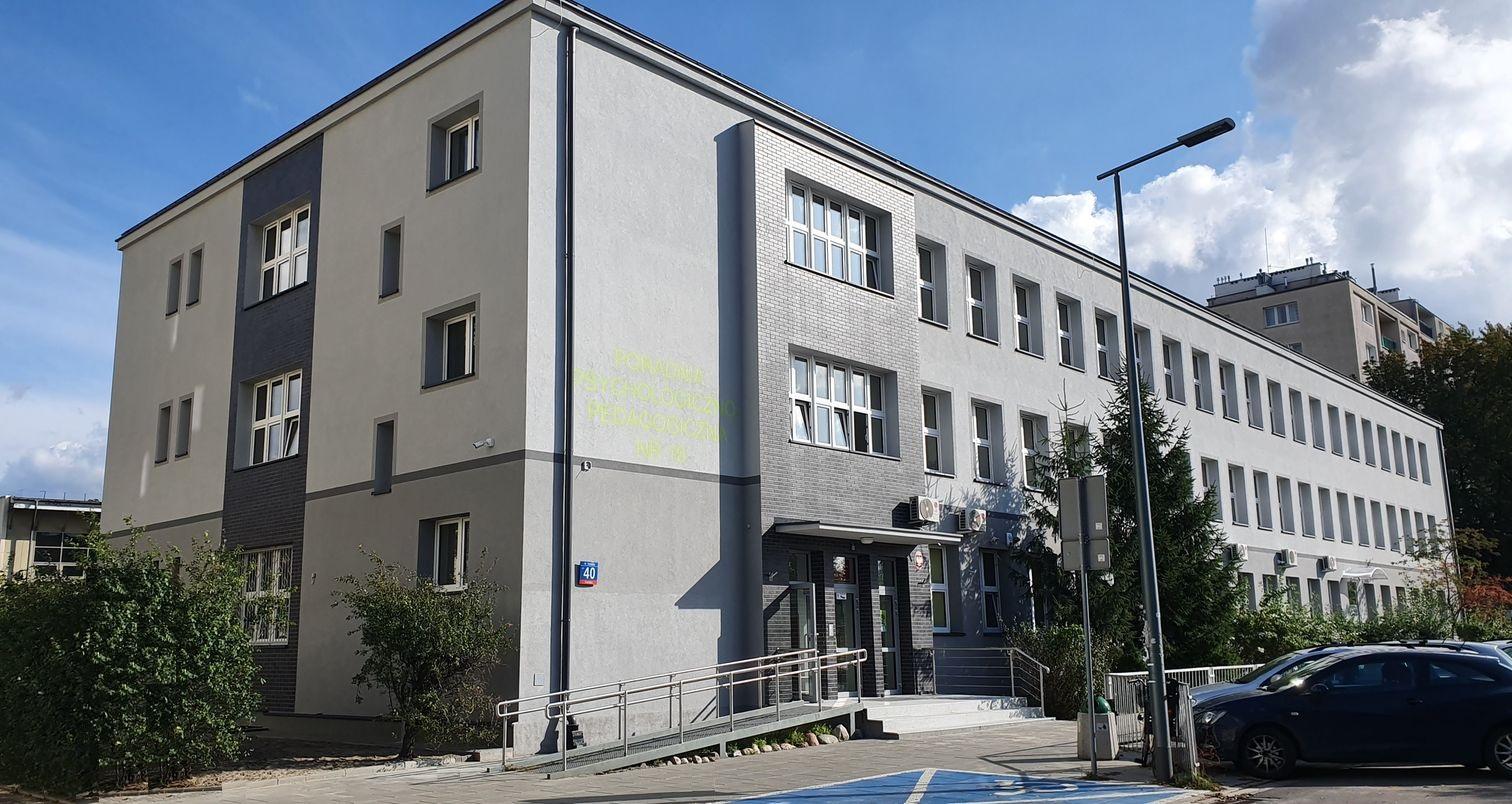 budynek Poradni z boku